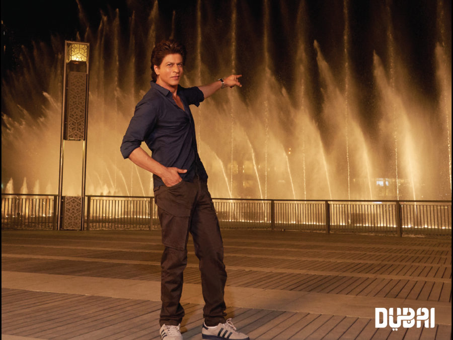 srk in front of dubai fountain